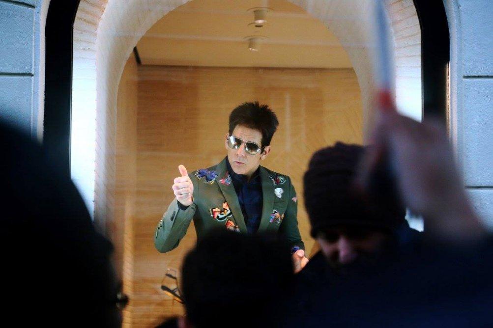Ben Stiller in vetrina da Valentino a Roma per Zoolander 2!
