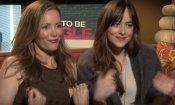 Single ma non troppo: Dakota Johnson e Leslie Mann vs il sexy reporter