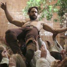 Galavant: il protagonista Joshua Sasse in una foto della seconda stagione