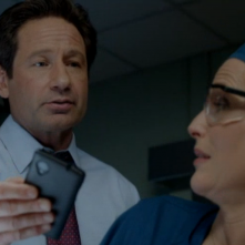 X-Files: David Duchovny e Gillian Anderson in un momento dell'episodio La lucertola mannara