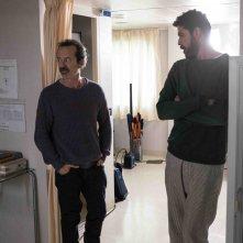 Alessandro Gassman e Rocco Papaleo in Onda su onda, una scena della commedia