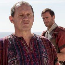 Risorto: Peter Firth e Joseph Fiennes in una scena del film