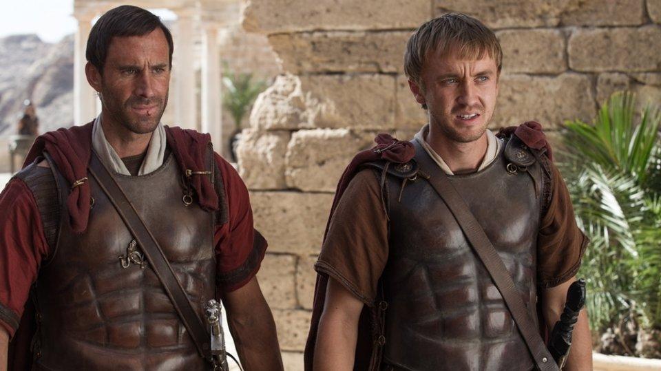 Risorto: Tom Felton e Joseph Fiennes in una scena del film