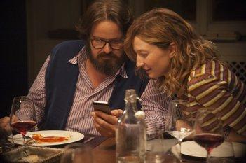Perfetti sconosciuti: Giuseppe Battiston e Alba Rohrwacher in una scena del film
