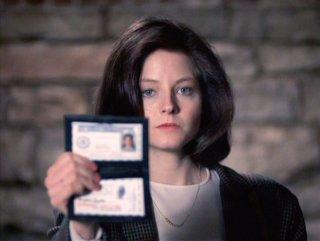 Primo piano di Jodie Foster in una scena de IL SILENZIO DEGLI INNOCENTI