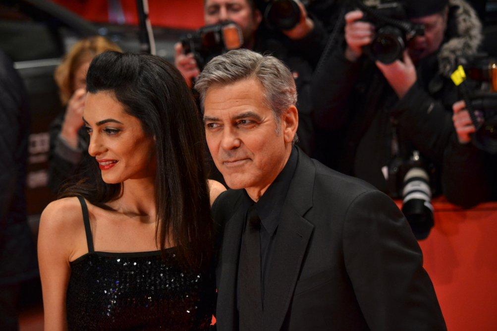 Berlino 2016: George Clooney e Amal Alamuddin posano sul red carpet di Ave, Cesare!