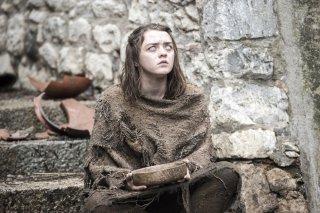 Il trono di spade: l'attrice Maisie Williams è Arya in una foto del primo episodio della sesta stagione