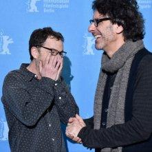 Ave, Cesare: Joel ed Ethan Coen se la ridono al photocall di Berlino