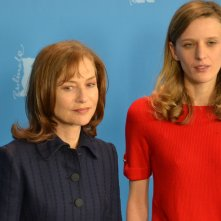 Berlino 2016: Mia Hansen-Løve e Isabelle Huppert al photocall di Things To Come