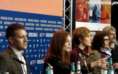 Julianne Moore e Greta Gerwig arrivano in sala conferenza a Berlino per Maggie's Plan