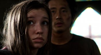 The Walking Dead: Glenn ed Enid in una foto di No Way Out