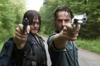 The Walking Dead: Norman Reedus e Andrew Lincoln in una foto della puntata The Next World