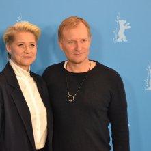 Berlino 2016: Trine Dyrholm e Ulrich Thomsen al photocall di The Commune