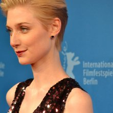 Berlino 2016: Elizabeth Debicki posa sul red carpet di The Night Manager