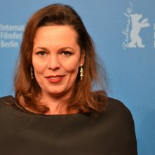 Berlino 2016: Olivia Colman sul red carpet di The Night Manager