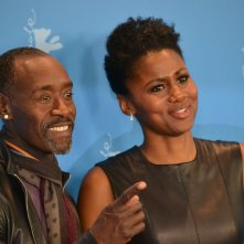 Berlino 2016: Don Cheadle e Emayatzy Corinealdi in uno scatto al photocall di Miles Ahead