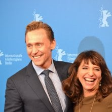 Berlino 2016: Tom Hiddleston e Susanne Bier Sul red carpet di The Night Manager