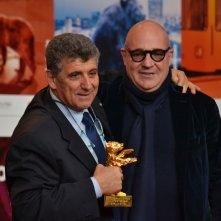 Berlino 2016: Gianfranco Rosi e Pietro Bartolo con l'orso d'oro alla conferenza dei premiati