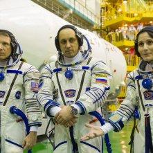 Astrosamantha - La donna dei record nello spazio: Samantha Cristoforetti insieme a due suoi colleghi di spedizione