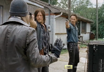 The Walking Dead: Tom Payne, Norman Reedus e Andrew Lincoln in La legge della probabilità
