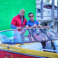 Baywatch: Zac Efron e Dwayne Johnson davanti al green screen