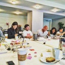 Baywatch: Zac Efron, Dawyne Johnson, Alexandra Daddario e il resto del cast a pranzo