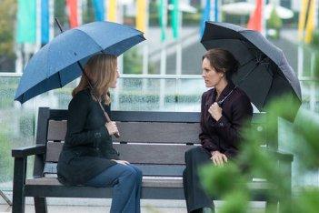 X-Files: le attrici Gillian Anderson e Annabeth Gish in Ossessione