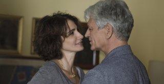 Forever Young: Lorenza Indovina e Fabrizio Bentivoglio in una scena del film