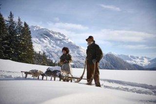 Heidi: Anuk Steffen e Bruno Ganz in una scena del film