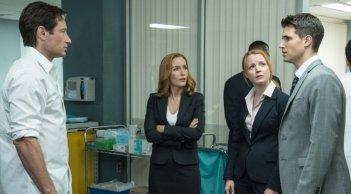 X-Files: David Duchovny, Robbie Amell, Lauren Ambrose e Gillian Anderson in Babilonia