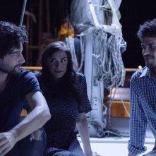 Come saltano i pesci: Simone Riccioni, Marianna Di Martino e Brenno Placido in una scena del film