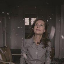 Il condominio dei cuori infranti: Isabelle Huppert in una bella immagine del film