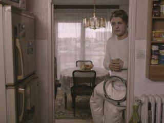 Il condominio dei cuori infranti: Michael Pitt in una scena del film