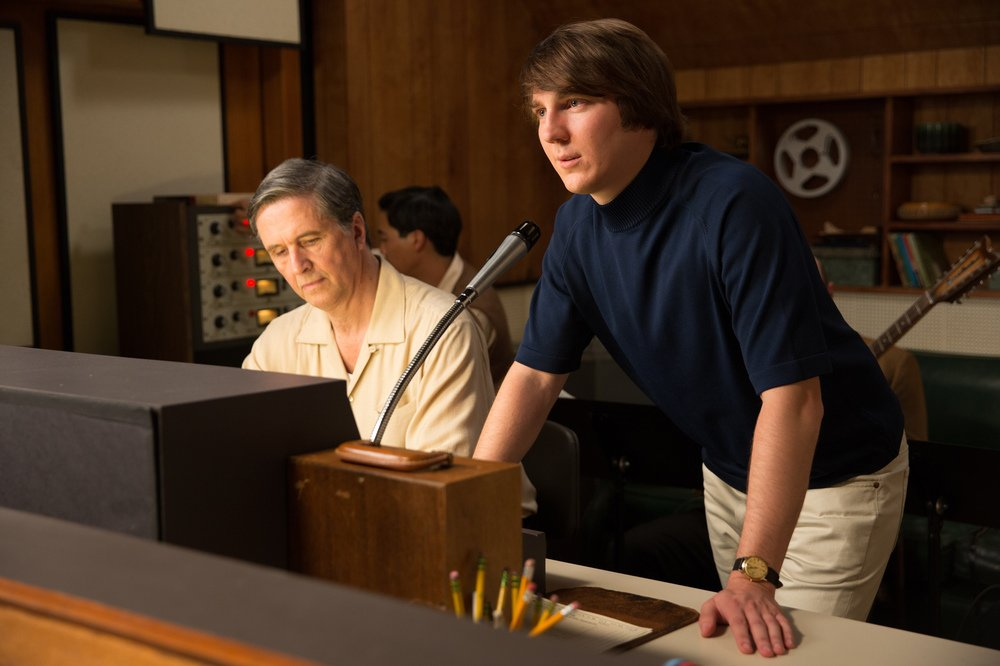 Love and Mercy: Paul Dano in una scena del film