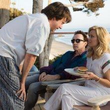 Love and Mercy: Paul Giamatti, John Cusack ed Elizabeth Banks in una scena del film