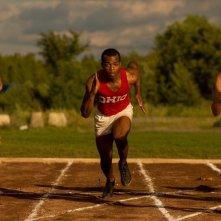 Race - Il colore della vittoria: Stephan James in gara in una scena del film