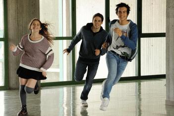 Un bacio: Rimau Grillo Ritzberger, Valentina Romani e Leonardo Pazzagli in una scena del film