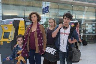 Un'estate in Provenza: Hugo Dessioux, Anna Galiena, Chloe Jouannet e Lukas Pelissier in una scena del film