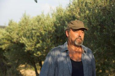 Un'estate in Provenza: Jean Reno in una scena del film