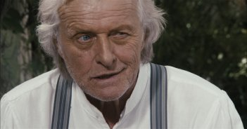 WAX: We Are the X, Rutger Hauer in una scena del film