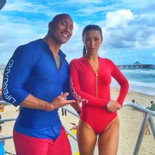 Baywatch: Dawyne Johnson con l'avvenente collega Ilfenesh Hadera