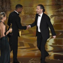 Oscar 2016: Emmanuel Lubezki riceve la statuetta