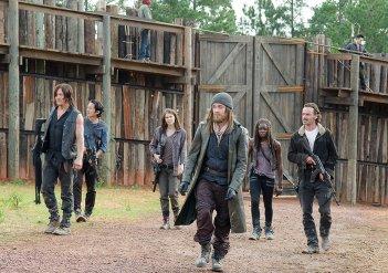 The Walking Dead: il gruppo di Rick insieme a Jesus in I nodi si sciolgono