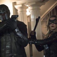 Arrow: Katie Cassidy e David Ramsey in una foto di Blood Debts
