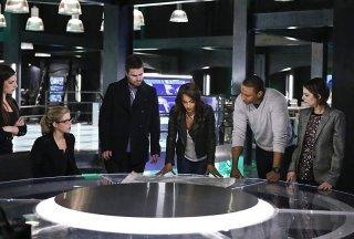 Arrow: una foto dei protagonisti tratta dall'episodio Taken