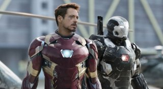Captain America: Civil War - Robert Downey Jr. in una scena del film
