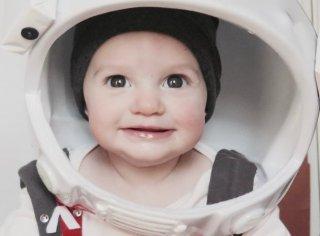 The Martian: la piccola della famiglia Storino ricrea l'immagine del film