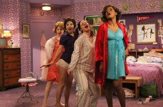 Grease Live!: Vanessa Hudgens, Keke Palmer, Kether Donohue, Carly Rae Jepsen in una scena del film