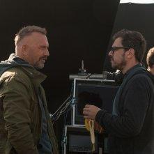 Criminal: Kevin Costner e il regista Ariel Vromen sul set