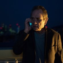 Criminal: Tommy Lee Jones in una scena del film